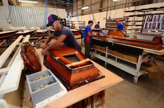 fabrica-de-caixoes_1